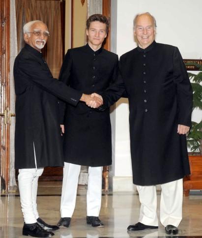 The Vice President, Shri Mohd. Hamid Ansari at the Tate-a-Tate meeting with His Highness Prince Karim Aga Khan, in New Delhi on April 07, 2015.