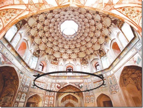 A-view-of-the-dome-of-the-Shahi-Hammam_thumb.jpg