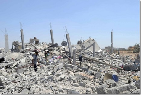 The-rubble-of-twisted-concrete-and-metal-bakes-in-GAZA_thumb.jpg