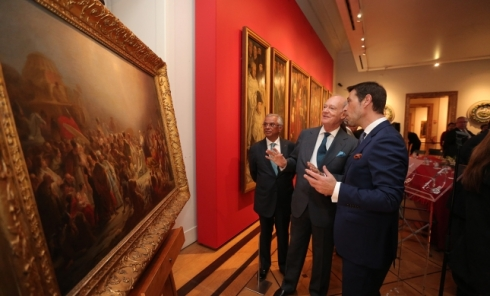 Prince Amyn and Museum Director António Filipe Pimentel discuss Sequeira's -Adoration of the Magi