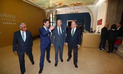 Prince Amyn is accompanied by Museum Director António Filipe Pimentel, Minister of Culture João Soares