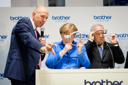 Under the banner d!conomy join – create – succeed CeBIT is showcasing the digitalisation of the economy and society. Chancellor Angela Merkel tested AirScouter glasses
