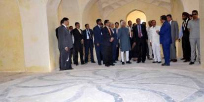 Vice-President visits Qutb Shahi Tombs