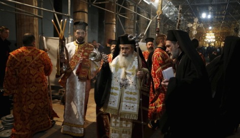 The Greek Orthodox Patriarch of Jerusalem Theophilos III (C) attends a Christmas service according to the Eastern Orthodox calendar, in the church of Nativity in the West Bank city of Bethlehem January 6, 2016. REUTERS/Ammar Awad - RTX219EO