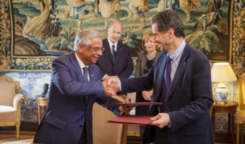 His Excellency Professor Manuel Heitor, Portugal's Minister and Nazim Ahmad, Representative of the Ismaili Imamat to the Portuguese Republic shake hands after signing a Research Cooperation Agreement