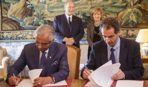 His Excellency Professor Manuel Heitor, Portugal's Minister, and Nazim Ahmad, Representative of the Ismaili Imamat to the Portuguese Republic sign a Research Cooperation Agreement.