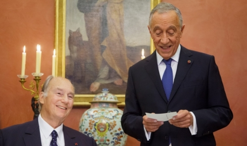 The President of Portugal, His Excellency Marcelo Rebelo de Sousa welcomes His Highness the Aga Khan during a dinner hosted by the President.