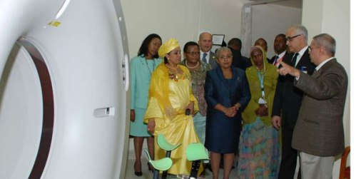 Dr Farrok Karson (right), a radiologist, explains the process of radiation therapy treatment to a group of African First Ladies during a tour of the Aga Khan University Hospital in Nairobi recently.