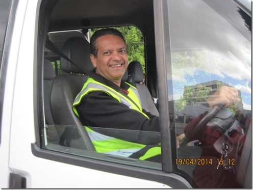 Volunteer Amin Mawji on duty as shuttle driver (Amin Mawji, President, Ismaili council for UK) --- photo SJ PB Blog (copyright)