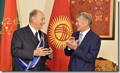 Kyrgyz President Almazbek Atambayev presented Mawlana Hazar Imam with the Order of Danaker in Bishkek on 18 October 2016