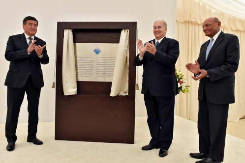 kyrgyz-prime-minister-he-sooronbay-jeenbekov-his-highness-the-aga-khan-and-shamsh-kassim-lakha-llowing-the-official-unveiling