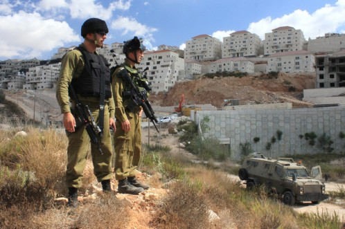 israeli-soldiers-stand-guard-near-the-israeli-settlement-of-beitar-illit-in-2014