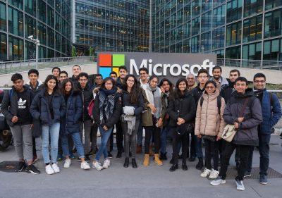 Le groupe devant le bâtiment Microsoft