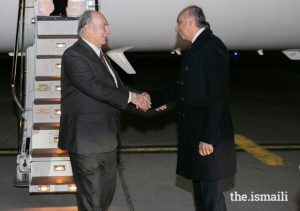 Mawlana Hazar Imam is welcomed to Ottawa by Dr Mahmoud Eboo, AKDN Resident Representative for Canada, ahead of the Global Pluralism Awards 2019.