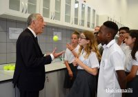 resident Marcelo Rebelo de Sousa in conversation with students during a visit to the Aga Khan Academy in Maputo. PHOTO: OTTO EVANDSON / AKDN