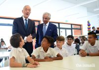 President Marcelo Rebelo de Sousa in conversation with students during a visit to the Aga Khan Academy in Maputo. PHOTO: OTTO EVANDSON / AKDN